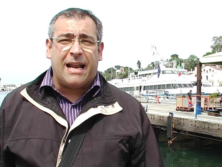 Gennaro Savio sul porto dIschia denuncia il caro aliscafo