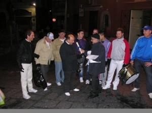 consegna pergamenta al trombettiere Salvatore Allocco - foto di Mario Caiazzo