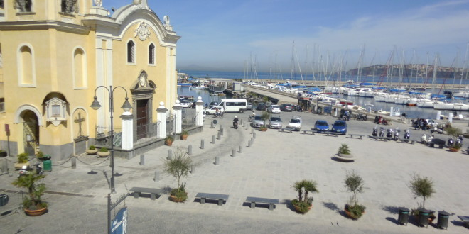 Piazza Marina Grande nuova e1459418590994