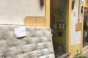 Materasso in Via V Emanuele
