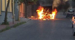 Camion spazzatura in fumo e1537980974261